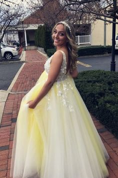 Princess Yellow Long Prom Dress with White Lace Appliques, Yellow Sweet 16 Dresses Elegant Prom Dresses, Sweet 16 Dresses, Formal Evening Dresses, Formal Gowns, Senior Prom Dresses, Hoco Dresses, Mermaid Prom Dresses, Graduation Dresses, Vestidos Hoco