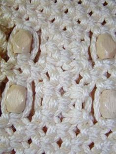 Materials & Supplies Needed To Make Macrame Purse 110 yds of BRAIDED macrame cord (or braided) 20 one inch wooden beads beads front, 10 beads back) knotting board or ceiling tile T-… Macrame Purse, Macrame Cord, Macrame Knots, Macrame Bracelets, Clove Hitch Knot, Macrame Bracelet Tutorial, Macrame Projects, Bag Patterns To Sew, Glue Crafts