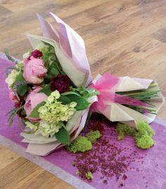 Atelier du fleuriste Éventail de Poésie. A romantic flowers packaging #clayrtons #DIY #romantique #bouquet