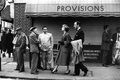 London 1956 by Robert Doisneau Robert Doisneau, Robert Frank, Henri Cartier Bresson, Vintage London, Old London, Urban Photography, Street Photography, French Photographers, Portraits
