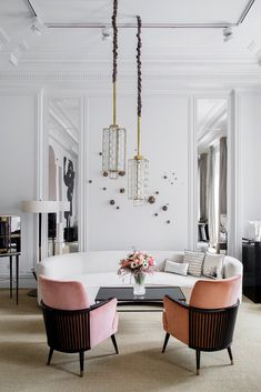 modern touch of pink. pink chairs with black wood backs in inspiring white living room. / sfgirlbybaypink chairs with black wood backs in inspiring white living room. Contemporary Home Decor, Unique Home Decor, Home Modern, Modern Decor, Contemporary Design, Modern Design, Modern Houses, Creative Decor, Midcentury Modern