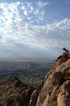Hiking in the Heart of the Valley - Camelback Mountain #travel #Arizona