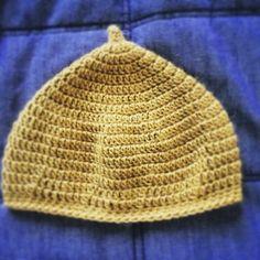 被るとちょうどいい感じにとんがる、ベビー用のどんぐり帽。頭囲47cmのお子さんで、少し余裕があるくらいのサイズに仕上がります。
