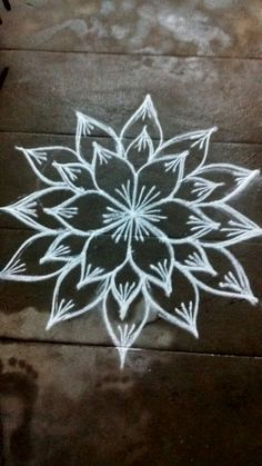 Small Rangoli, Rangoli With Dots, Flower Rangoli, Beautiful Rangoli Designs, Kolam Designs, Mehandi Designs, Indian Rangoli Designs, Rangoli Patterns, Rangoli Ideas