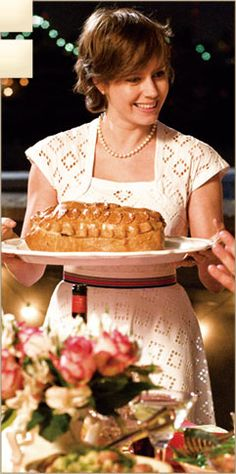 Julie and Julia // guys, i need this dress really bad! Movies Showing, Movies And Tv Shows, Julia And Julie, Entertainment Tonight, Classy And Fabulous, Great Movies, Bon Appetit, Costume Design, Cooking
