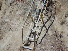 Bei manchen Treppen gibt auch ein Geländer keine Sicherheit. Hier empfiehlt sich eine komplette Bergsteigerausrüstung. Photo by www.smg-treppen.de #smgtreppen #treppen #stairs #escaleras
