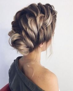 Braided updo hairstyles,braid wedding hairstyles ,updo, loose braid updo wedding hairstyle Amazing updo hairstyle with the wow factor. Finding just the right wedding hair for your wedding day is no small task but we're about. Braided Hairstyles For Wedding, Up Hairstyles, Braided Updo, Messy Updo, Twisted Updo, Messy Buns, French Braid Updo, Amazing Hairstyles, Fashion Hairstyles