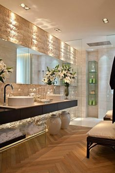 love the mirror at the end from floor to ceiling Modern Luxury Bathroom, Modern Bathroom Design, Bathroom Interior Design, Modern Interior Design, Dream Bathrooms, Beautiful Bathrooms, Bathroom Spa, Master Bathroom, Dream Home Design