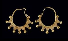 A PAIR OF ROMAN GOLD EARRINGS  SYRIA, CIRCA 1ST-2ND CENTURY A.D.