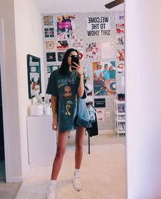 This Vsco girl outfit consists of a oversized t-shirt and white vans. Interested in anything vsco? Click the link! Great for a cold summer night or winter time! Cute Room Ideas, Cute Room Decor, Room Wall Decor, Look Fashion, Fashion Outfits, Ladies Fashion, Fashion Trends, Aesthetic Room Decor, Vsco