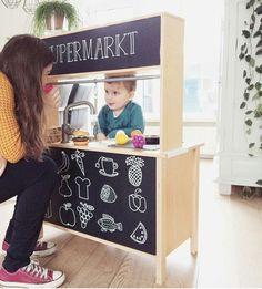 Achterzijde van ikea keukentje schilderen met schoolbordverf Ikea Kids Kitchen, Kitchen Vinyl, Ikea Toys, Kids Bedroom, Room Kids, Magic Crafts, Toddler Playroom, Kidsroom, Ikea Hack