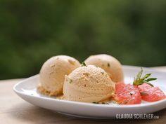 Claudia Schleyer | Raw Vegan Food Porn @MatthewKenneyCulinary  Grapefruit-rosemary-ginger raw vegan ice cream - yummie :-) #rawvegan #vegan #plantfood #rohvegan #mkcuisine #mkonline #plantbased #mkculinary #healthfood #veganicecream #rosemary #ginger #coconut #cashews #grapefruit