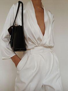 Nov 2019 - Piece of White Celine Silk Top , Bottega Veneta Acro Leather Bag , Annika Inez Double Fine Ripple Necklace Looks Street Style, Looks Style, My Style, Look Fashion, Fashion Outfits, Fashion Tips, Fashion Trends, Classy Fashion, White Fashion