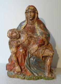 Piéta en bois sculpté et polychromé d'époque XVII°