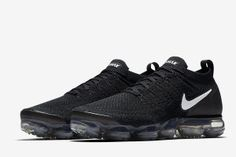 Nike Air VaporMax Flyknit 2 in Black/White