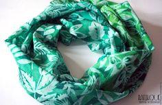 """Купить Палантин батик """"В зарослях леса"""" - зеленый, рисунок, лес, изумрудный, изумрудно-зеленый, batik painted silk hand-painted, dragonfly grasshopper"""
