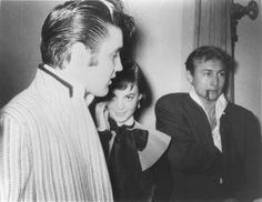 Elvis Presley, Natalie Wood & Nick Adams in 1956 Actor Nick Adams, Miracle On 34th Street, The Ed Sullivan Show, Young Elvis, Splendour In The Grass, Movie Magazine, Lisa Marie Presley, Natalie Wood, Celebs