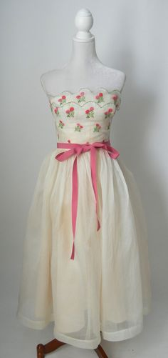 Vintage 1950s cream chiffon organza strapless gown by Priscilla of Boston. Beautiful scalloped & layered bodice with pink & green clover flower embroidery. Pink faille ribbon at waist, side metal zipp