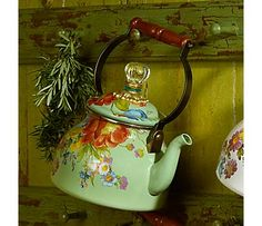 Delightful Tea Pot.........who wouldn't be happy after making tea with this !!