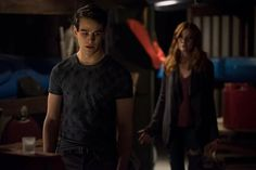 The July 10 episode of 'Shadowhunters' was the most emotional yet. Simon was accused of murder, Clary dealt with the aftermath of her kiss with Jace, and the truth about Sebastian was r… Katherine Mcnamara, Kat Mcnamara, Shadowhunters Tv Show, Shadowhunters The Mortal Instruments, Simon And Clary, Maxim Roy, Alberto Rosende, Cassandra Jean, Shadowhunter Academy