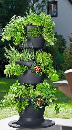 Yrttitorni - pienen pihan ihme! - Nauti puutarhastasi. Me teemme siitä yllättävän helppoa.