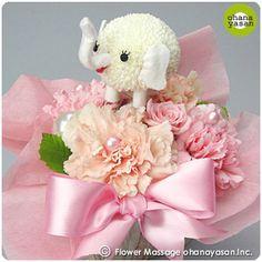 キュート!ポンポンマム(菊の花)で出来たゾウのフラワーアレンジメント。Cute! An animal doll made with a chrysanthemum.