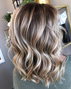 Golden Blonde Balayage for Straight Hair - Honey Blonde Hair Inspiration - The Trending Hairstyle Brown Hair Balayage, Brown Blonde Hair, Hair Color Balayage, Brown Hair Blonde Balayage, Blonde With Brown Lowlights, Bayalage, Haircolor, Cheveux Beiges, Blond Beige