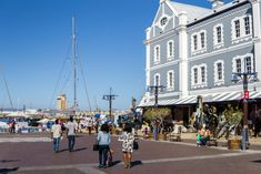 Die beliebte V&A Waterfront in Kapstadt Südafrika Garden Route, Street View, Travel, Cape Town South Africa, Travel Advice, Viajes, Safety, Destinations, Traveling