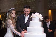 """Karina Flores e Fabio Oliveira disseram o """"sim"""" em um casamento em São Paulo, que aconteceu na Casa Petra. As fotos são de Anna Quast e Ricky Arruda."""