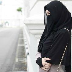 Nikmat sehat akan terasa jika kita pernah sakit. Nikmat harta akan terasa jika kita pernah susah, dan nikmat hidup akan terasa jika kita Hijab Gown, Hijab Niqab, Hijab Outfit, Muslim Veil, Muslim Hijab, Beautiful Muslim Women, Beautiful Hijab, Hijabi Girl, Girl Hijab