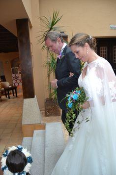 Y mientras el novio la espera en el altar. #boda