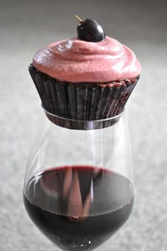 Wine Favored Cupcake...What!?! My two favorite things together. Wine + Cupcakes= Fat Girl Heaven ::on cloud nine::