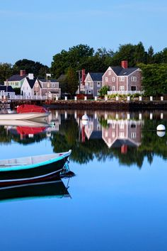 7 Charming New England Towns We Love - You can't go wrong with New England—with its waterfront hamlets, sleepy harbors, fresh seafood. Here, we're sharing our favorite under-the-radar towns from every state in the region for your ultim New England States, New England Fall, New England Travel, East Coast Usa, East Coast Road Trip, England Beaches, Harbor Town, Summer Travel, Beach Travel