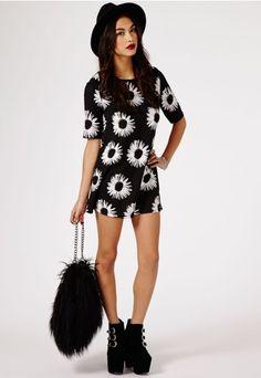 Stefania Daisy Print Shift Dress In Black - Dresses - Shift Dresses - Missguided | Ireland