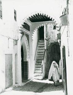 """Tétouan, Tetuán (en beréber: تطوان Tiṭwān; del tamazigt: Tiṭṭāwen, plural que significa 'los ojos') y en ocasiones conocida con el sobrenombre de """"La paloma blanca"""". Northern Morocco."""