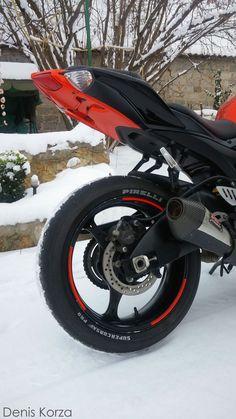 Suzuki GSX-R 600  Yoshimura R55   On snow   winter version   ice bike  #suzuki #gsxr #k9 #denis_korza #korzagru #moto #sportbike #supersport #tt #motogp #instagramstar #biker #beautymen #nature #sound #adrenalin #rush #japan #purelove #wabisabi #speed #top #motoblog #wash #mylove #crazymoto #yoshimura #r55 #motul #brembo #dunlop #pirelli #tyco #motogp #streetride #red #diablo #supercorsapro #dunlop #usa #topspeed #testride #enkei #marushin #ice #winter #snow #whitered #icebike