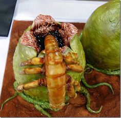 Showcased at the That Takes The Cake show, in Austin, the Alien Facehugger cakes looks absolutely impossible to eat Beautiful Cakes, Amazing Cakes, Alien Cake, Horror Cake, Professional Cake Decorating, Movie Cakes, Cake Show, Creative Cakes, Themed Cakes