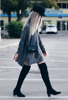 This outfit includes black berets of Stradivarius, light grey sweaters of the brand Primark, and black boots of Sheinside
