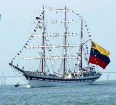 """Buque Escuela """"Simón Bolivar"""". Lago de Maracaibo. Venezuela."""