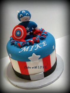 One of the best Captain America cakes I've seen. What a lucky birthday celebrant! Captain America Cake, Captain America Birthday, Beautiful Cakes, Amazing Cakes, Avenger Cake, Book Cakes, Superhero Cake, Cakes For Boys, Kid Cakes
