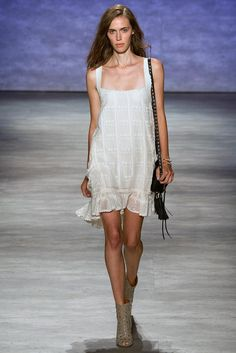 See all the Collection photos from Rebecca Minkoff Spring/Summer 2015 Ready-To-Wear now on British Vogue Fashion 101, Love Fashion, Runway Fashion, Fashion Show, Fashion Design, Rebecca Minkoff, Vogue, Effortless Chic, Spring Summer 2015