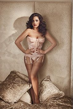 Model: Kelly Brook – 2014 Calendar Preview