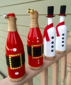 Pin by mariella on keep calm and craft on букет из конфет, б Glass Bottle Crafts, Diy Bottle, Bottle Art, Elf Decorations, Christmas Decorations, Christmas Crib Ideas, Christmas Wine Bottles, Wine Craft, Painted Wine Bottles