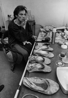 Ballet dancer Rudolf Nureyev in dressing room at the Coliseum Theatre, London. On his dressing table a row of ballet shoes and an array of make-up. Get premium, high resolution news photos at Getty Images Rudolf Nureyev, Martha Graham, Jacqueline Kennedy Onassis, Liza Minnelli, Le Bourgeois Gentilhomme, John Cranko, Vanity Fair, Male Ballet Dancers, Dance Ballet