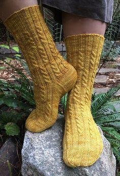 Ravelry: Posh pattern by Lorilee Beltman Knit Mittens, Knitting Socks, Free Knitting, Knitted Hats, Knitting Patterns, Knit Socks, Stockings Outfit, Knit Stockings, Crochet Quilt