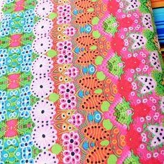Stof dessin Peony. Mooie soepele stof van 100% katoen, gewicht 110 g/m2 en 145 CM breed. Geschikt voor kleding, decoratie en hobby.