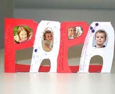 Sucht Ihr Kind mal was anderes als Geschenk zum Vatertag? Wir zeigen Ihnen in unserem kostenlosen Basteltipp, wir Sie gemeinsam aus Familienfotos und Pappe eine originelle Karte basteln können.