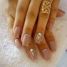 Unhas decoradas com joias branco unhas decoradas com joias creme Silver Nails, Bling Nails, Nude Nails, Acrylic Nails, Orange Nail Designs, Toe Nail Designs, Nail Art Strass, Beautiful Nail Designs, Toe Nail Art