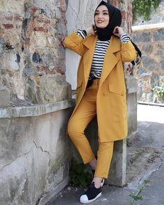Hijab styles 751116044077118978 - Takımımın güzelliği 💛💛💛 Source by sefikaaaaa Hijab Fashion Summer, Modern Hijab Fashion, Muslim Fashion, Modest Fashion, Fashion Dresses, Fashion Styles, Fashion Fashion, Retro Fashion, Winter Fashion