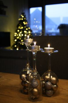 diy kerstkaarsjes in omgekeerd wijnglas